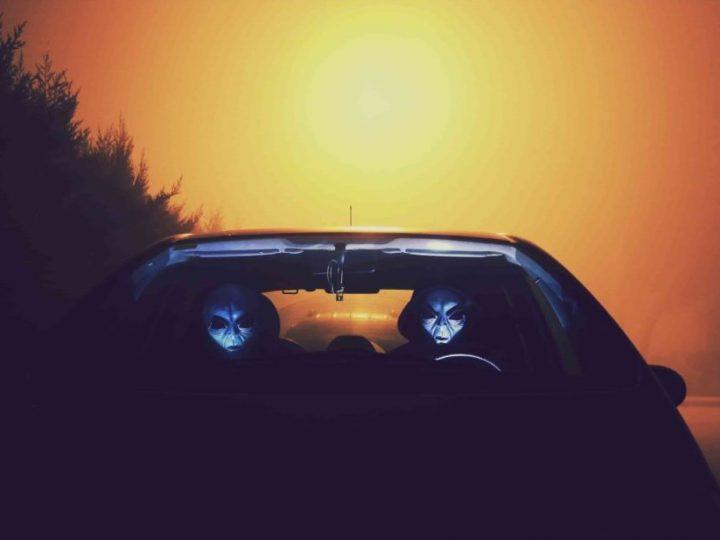 تفسير حلم ركوب السيارة مع شخص اعرفه