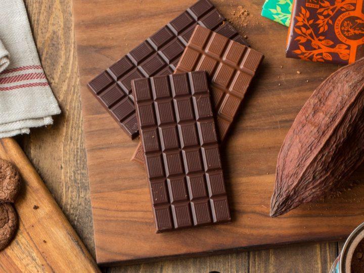 لماذا يظهر لون ابيض على الشوكولاته بعد تبريده