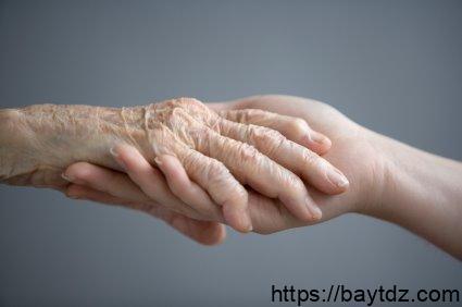 مطويات عن اليوم العالمي للمسنين