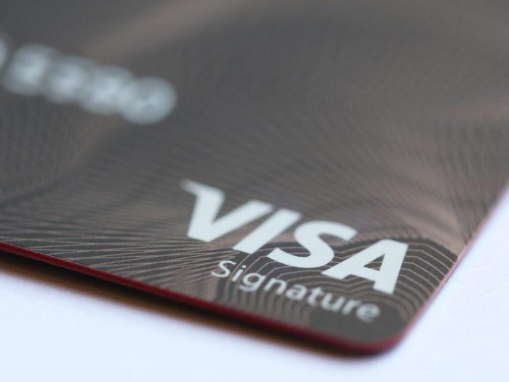 مميزات بطاقة فيزا سيغنتشر- visa signature الائتمانية