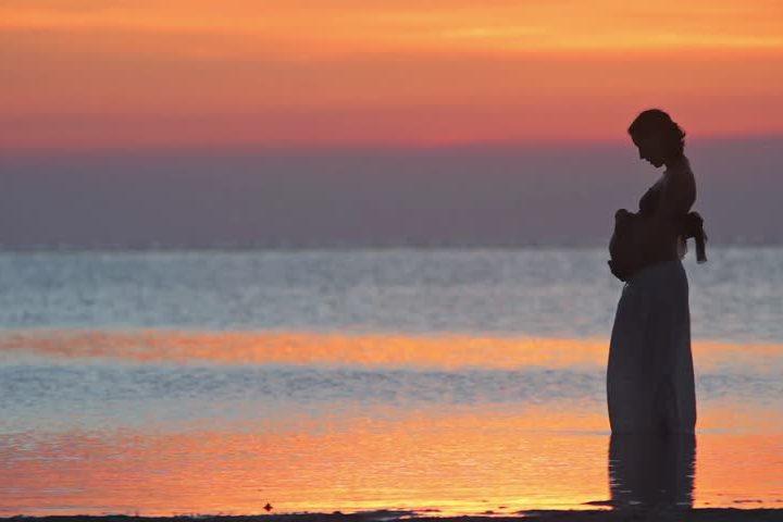 هل نزول البحر خطر على الحامل