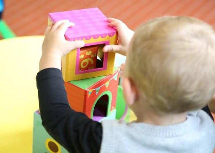 مشروع صالون وحضانة اطفال (مشروع منزلي مربح)