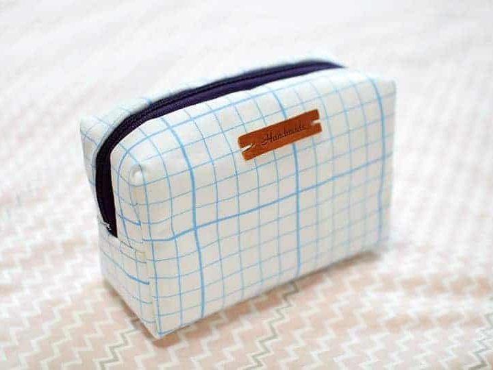 صناعة حقيبة مكياج منزليًا بالصور والخطوات