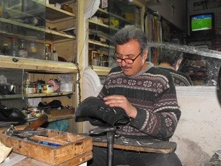 فكرة مشروع صغير ورشة لتصليح الاحذية والشنط وارباح جيدة