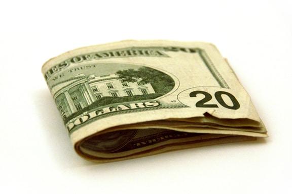كيفية استثمار مبلغ بسيط بنجاح (٨ طرق مجربة)